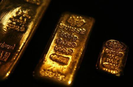 Gold bars are displayed at Habib Jewels' boutique in Kuala Lumpur September 17, 2009. REUTERS/Bazuki Muhammad/Files