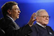 <p>Billionaire investor Warren Buffett (R) and Microsoft Corporation founder Bill Gates (L) appear together for a town hall style meeting with business students broadcast by financial television network CNBC at Columbia University in New York, November 12, 2009. REUTERS/Mike Segar</p>