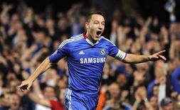 <p>John Terry, do Chelsea, comemora gol em vitória sobre o Olympique Marseille por 2 x 0 na Liga dos Campeões. REUTERS/Paul Hackett</p>
