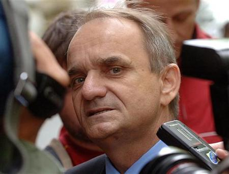 Croat parliamentary deputy Branimir Glavas speaks to reporters after his court hearing in Zagreb in this June 5, 2006 file photo. REUTERS/Davor Kovacevic