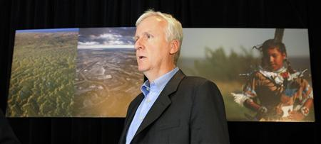 Filmmaker James Cameron attends a news conference with First Nations' leaders regarding Alberta's Oil sands project and it's impact on the health of people living in affected communities, in Edmonton September 29, 2010. REUTERS/Dan Riedlhuber
