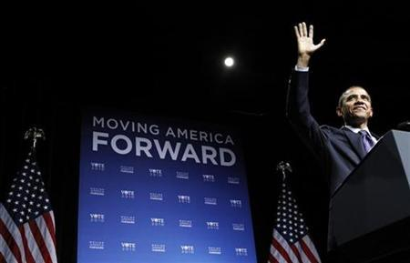 President Barack Obama arrives to speak at a Democratic National Committee fundraiser at DAR Constitutional Hall in Washington, September 30, 2010. REUTERS/Jim Young