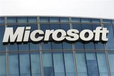 <p>Foto de archivo de la sede de la compañía Microsoft en París, oct 6 2009. Microsoft Corp demandó a Motorola Inc por violación de patentes en la serie Android del fabricante de teléfonos, la más reciente de las numerosas demandas en el creciente sector de los teléfonos inteligentes. REUTERS/Charles Platiau</p>