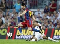 <p>Lionel Messi, do Barcelona, disputa lance com João Victor, do Mallorca, em jogo que terminou empatado em 1 x 1. REUTERS/Gustau Nacarino</p>