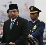 <p>Indonesian President Susilo Bambang Yudhoyono (C) inspects military forces during the 65th anniversary of the military at a base in Jakarta, October 5, 2010. REUTERS/Enny Nuraheni</p>
