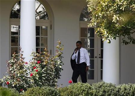 U.S. President Barack Obama walks through the Colonnade at the White House in Washington, September 22, 2010. REUTERS/Jim Young