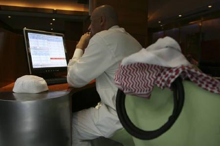 A Saudi trader works at the Saudi Investment Bank in Riyadh March 18, 2008. REUTERS/Fahad Shadeed/Files