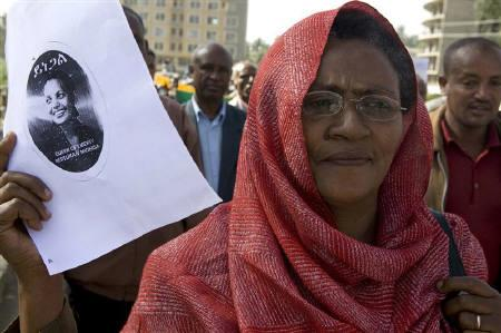 A supporter of Ethiopia's Unity for Democracy and Justice party (UDJ) holds a portrait of Birtukan Mideksa during a demonstration in the capital Addis Ababa, April 16, 2009.  REUTERS/Irada Humbatova