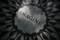 "<p>The ""Imagine"" circle in memory of John Lennon is seen in the Strawberry Fields section of New York's Central Park, October 6, 2010. REUTERS/Mike Segar</p>"