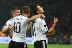 <p>Miroslav Klose comemora gol em vitória da Alemanha sobre a Turquia por 3 a 0 pelas eliminatórias da Euro 2012. REUTERS/Thomas Peter</p>