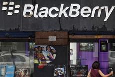 <p>Les autorités indiennes ont donné jusqu'au 31 janvier à Research In Motion (RIM) pour parvenir à une solution leur donnant accès à tous les services des utilisateurs de BlackBerry en Inde. /Photo d'archives/REUTERS/Danish Siddiqui</p>