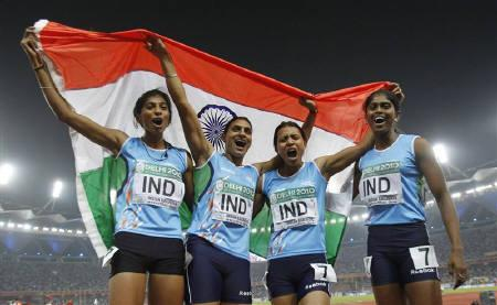 India's Ashwini Akkunji (L-R), Manjeet Kaur, Mandeep Kaur and Sini Jose celebrate winning gold for the women's 4x400 metres relay at the Commonwealth Games in New Delhi October 12, 2010. REUTERS/Adnan Abidi