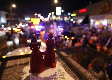 Two bride figurines are seen during a rally in response to the California Supreme Court's ruling regarding Proposition 8 in Hollywood, California in this May 26, 2009 file photo. REUTERS/Mario Anzuoni