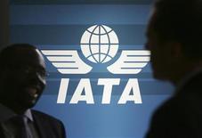 <p>Imagen de archivo del logo de la Asociación de Transporte Aéreo Internacional en una reunión en Kuala Lumpur. Jun 8 2009 La firme recuperación en los viajes aéreos está desacelerándose mientras se modera la fuerza de la mejoría económica, con el crecimiento en los viajes de negocios todavía por encima a los de clase económica, según dijo el jueves la asociación de la industria de las aerolíneas IATA. REUTERS/Zainal Abd Halim/ARCHIVO</p>