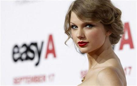 Music recording artist Taylor Swift poses at the premiere of ''Easy A'' at the Grauman's Chinese theatre in Hollywood, California September 13, 2010. The movie opens in the U.S. on September 17. REUTERS/Mario Anzuoni