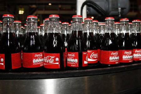 Bottles of Coca-Cola are seen on the production line at their bottling plant in Clamart near Paris June 10, 2010.   Coca-Cola Co  reported a higher quarterly profit on Tuesday, helped by volume increases in its North American and international businesses. REUTERS/Jacky Naegelen/Files