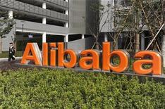 <p>Imagen de archivo de una oficina de Alibaba en Hangzhou, China. Mar 16 2010 La mayor firma de comercio electrónico de China, Alibaba Group, planea efectuar importantes inversiones con la intención de construir 32 centros de distribución en el país asiático en dos años, dijeron el miércoles fuentes relacionadas con el tema. REUTERS/Lang Lang/ARCHIVO</p>