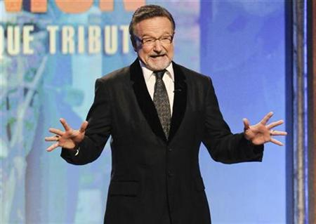 Actor Robin Williams pays tribute to actor Matt Damon during the 24th American Cinematheque Award benefit gala in Beverly Hills, California March 27, 2010. REUTERS/Gus Ruelas