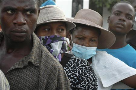 Relatives of Haitians suffering from cholera wait for news outside a local hospital in the town of Saint Marc October 22, 2010. REUTERS/St-Felix Evens
