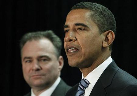 President-elect Barack Obama (R) introduces Virginia Governor Tim Kaine as the new Democratic National Committee chairman in Washington, January 8, 2009. REUTERS/Jim Young