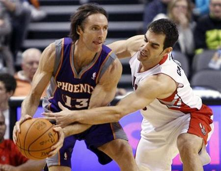 Toronto Raptors guard Jose Calderon tries to strip the ball away from Phoenix Suns guard Steve Nash (L) during the first half of their NBA pre-season game in Toronto October 17, 2010. REUTERS/Mike Cassese