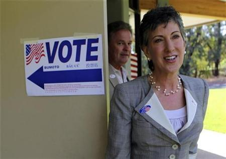 Carly Fiorina, former Hewlett-Packard CEO and Republican candidate for U.S. Senate, leaves a polling station in Los Altos Hills, California June 8, 2010, with her husband Frank after casting her ballot in the California primary election. REUTERS/Robert Galbraith