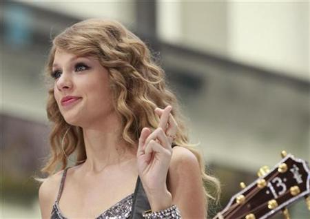Singer Taylor Swift performs on NBC's 'Today' show in New York, October 26, 2010. REUTERS/Brendan McDermid