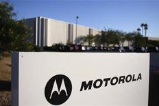 <p>Imagen de archivo de una oficina de Motorola en Tempe, Arizona. Oct 29 2009 Motorola Inc reportó el jueves que su división de equipos móviles anotó una utilidad operacional por primera vez en tres años por ventas mejores a las esperadas de sus teléfonos inteligentes. REUTERS/Joshua Lott/ARCHIVO</p>