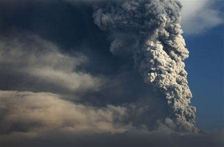 Mount Merapi volcano erupts spewing out towering clouds of hot gas and debris as seen from Wukirsari village in Sleman, near the ancient city of Yogyakarta, November 4, 2010. Mount Merapi has killed at least 42 people since it began erupting on October 26 and more than 70,000 people have been displaced, according to Indonesia's National Disaster Management Board. REUTERS/Beawiharta
