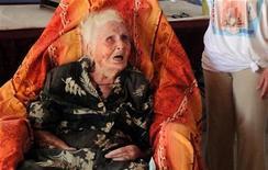 <p>Foto de archivo de Eugenie Blanchard en el hospital Bruyn, en Gustavia en la isla caribeña de San Bartolomé, feb 19 2010. Una monja francesa que ostentaba el título de la persona más anciana del mundo del libro Guinness de los Récords murió en la isla caribeña de Saint Barths a los 114 años, informó el jueves el Gobierno galo. REUTERS/Pere Pinya</p>