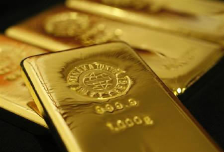 Gold bars are pictured at the Ginza Tanaka store in Tokyo October 23, 2009. REUTERS/Issei Kato/Files