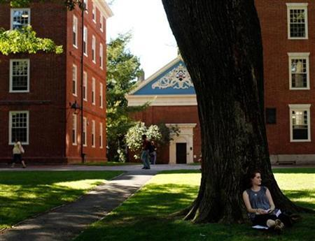 A student sits under a tree in Harvard Yard at Harvard University in Cambridge, Massachusetts September 21, 2009. REUTERS/Brian Snyder
