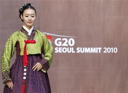 A model presents a traditional Hanbok during a rehearsal of an event for the spouses of leaders who will attend the G20 Seoul Summit, at Changdeokgung Palace in Seoul November 9, 2010. The G20 Seoul Summit will be held in Seoul November 11-12. REUTERS/Truth Leem