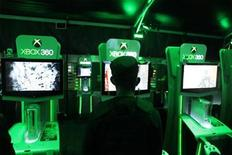 <p>A gamer plays on an XBox game system in New York, November 9, 2009. REUTERS/Lucas Jackson</p>