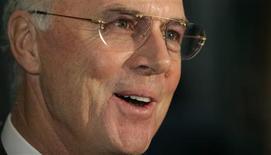 <p>Ídolo do esporte alemão Franz Beckenbauer anunciou deixará o comitê executivo da Fifa em março. 30/10/2007 REUTERS/Michael Buholzer</p>