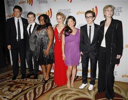 The cast of ''Glee'', Cory Monteith, Chris Colfer, Amber Riley, Dianna Agron, Jenna Ushkowitz, Kevin McHale, and Jane Lynch (L-R) arrive at the GLAAD Media Awards in Century City, California April 17, 2010. REUTERS/Jason Redmond