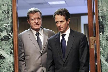 Treasury Secretary Timothy Geithner (R) arrives with committee chairman Sen. Max Baucus (L) (D-MT) to testify about U.S. economic policy towards China during a hearing of the Senate Finance Committee on Capitol Hill in Washington, June 10, 2010. REUTERS/Molly Skipper