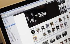 <p>Lista del compilado digital de The Beatles en la página de iTunes en un computador en Nueva York. Nov 16 2010 El grupo pop The Beatles escaló el martes en la lista de discos más vendidos de iTunes, con cinco de sus producciones clásicas ingresando a los 20 primeros lugares en Estados Unidos a menos de 24 horas del estreno del catálogo en la mayor minorista digital del mundo. REUTERS/Mike Segar</p>
