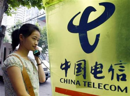A woman uses a public telephone in Shanghai July 16, 2003. REUTERS/Claro Cortes IV