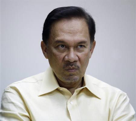 Malaysia's opposition leader Anwar Ibrahim listens during a meeting at his office in Kuala Lumpur March 11, 2010. REUTERS/Bazuki Muhammad/Files