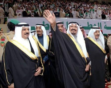Saudi Crown Prince Sultan bin Abdulaziz Al Saud (C) is flanked by his brothers Prince Nayef (R) and Prince Salman (C,L) and Bahrain's ruler King Hamad bin Isa al-Khalifa (L) at a welcoming home celebration for the Crown Prince in Riyadh December 13, 2009. REUTERS/Saudi Press Agency/Handout/Files
