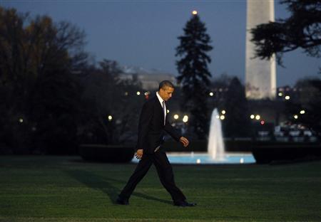 President Obama returns to the White House following a daytrip to Kokomo, Indiana, November 23, 2010. REUTERS/Jason Reed