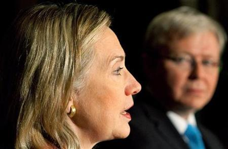 Secretary of State Hillary Clinton (L) speaks at a news conference as Australia's Foreign Minister Kevin Rudd looks on in Melbourne November 6, 2010. REUTERS/David Crosling/Pool