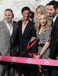 <p>La cantante estadounidense Madonna corta la cinta para la inauguración de su gimnasio Hard Candy Fitness en Ciudad de México. Nov 29, 2010. REUTERS/Henry Romero</p>