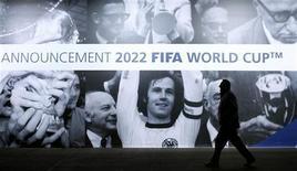 <p>Cartaz promove a divulgação das anfitriãs das Copas de 2018 e 2022, em Zurique. A Austrália abre nesta quarta-feira a série de apresentações aos eleitores da Fifa dos países candidatos a promoverem a Copa do Mundo de 2022. 30/11/2010 REUTERS/Arnd Wiegmann</p>