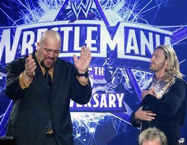 WWE wrestlers ''Big Show'' (L) and ''Edge'' mock each other during a press conference for the 25th Anniversary of WrestleMania in New York March 31, 2009. REUTERS/Brendan McDermid