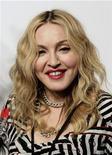 <p>La cantante Madonna a su llegada a la inauguración del gimnasio Hard Candy Fitness en Ciudad de México, nov 29 2010. El llamativo nuevo gimnasio de Madonna en un exclusivo barrio de la Ciudad de México podría cerrar antes de que alguien siquiera alcance a usarlo. REUTERS/Henry Romero</p>