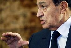<p>Egypt's President Hosni Mubarak attends a meeting with South Africa's President Jacob Zuma at the presidential palace in Cairo October 19, 2010. REUTERS/Amr Abdallah Dalsh</p>