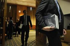 <p>Senate staff members pick up copies of President Barack Obama's 2011 Budget as it is distributed on Capitol Hill in Washington February 1, 2010. REUTERS/Jonathan Ernst</p>