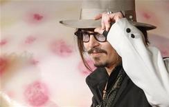 """<p>Johnny Depp promove o filme """"Alice no País das Maravilhas"""" em Tóquio. 22/03/2010 REUTERS/Toru Hanai/Arquivo</p>"""